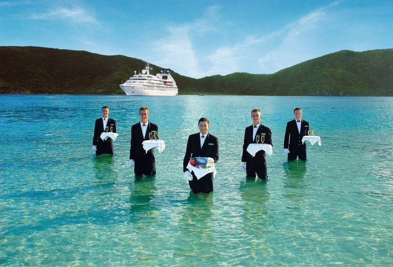 Seabourne_waiters-1024x6951